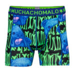 Similar in contrast these dogs and bone print shorts from Muchachomalo (24.95 Euros) are maxed on art.